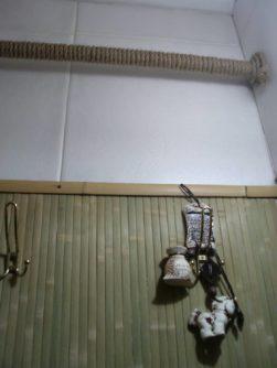 Трубы как элемент интерьера комнаты