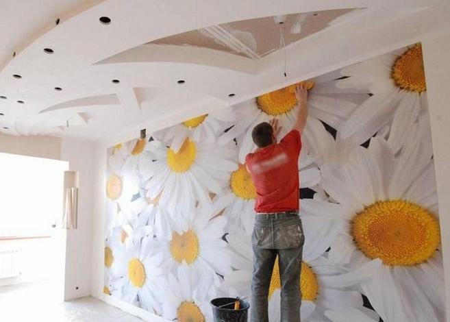 Оклеивание стен обоями: советы и рекомендации