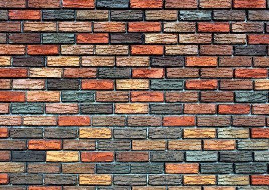Необычное приклеивание обоев на стену
