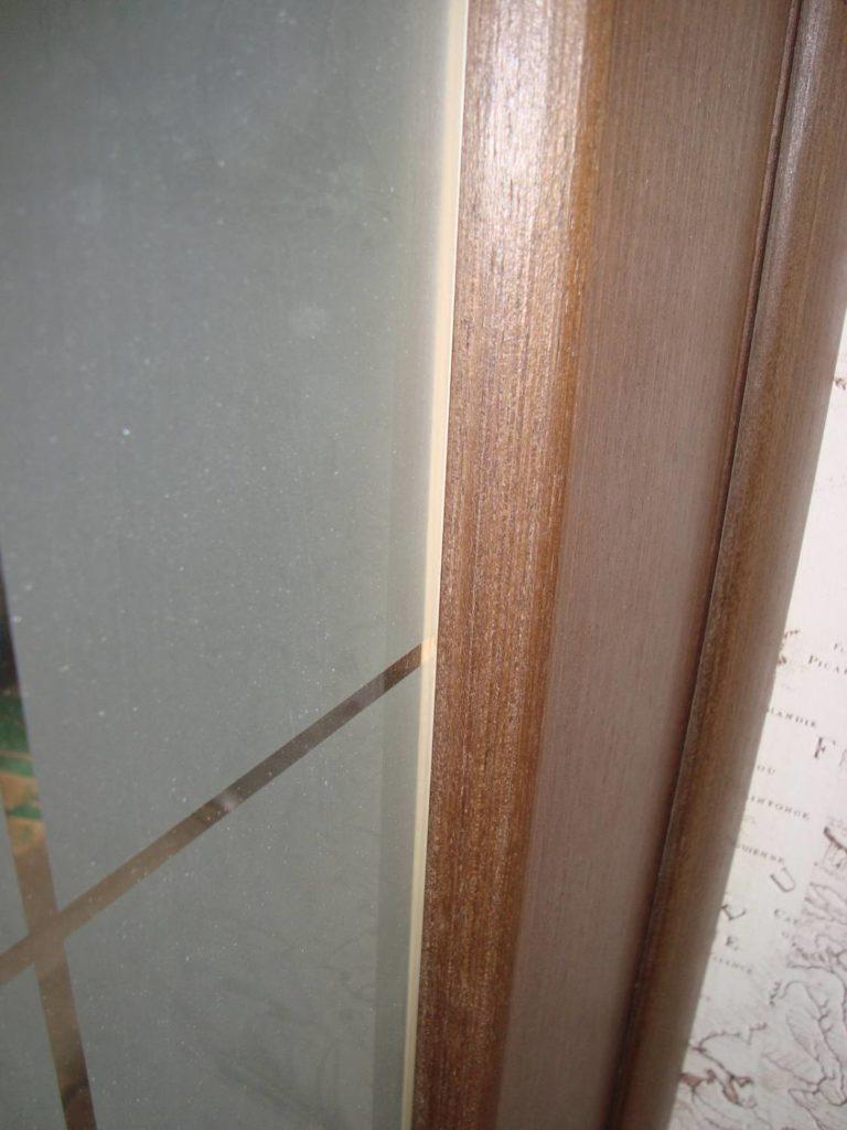 Уплотнение стекол в межкомнатных дверях