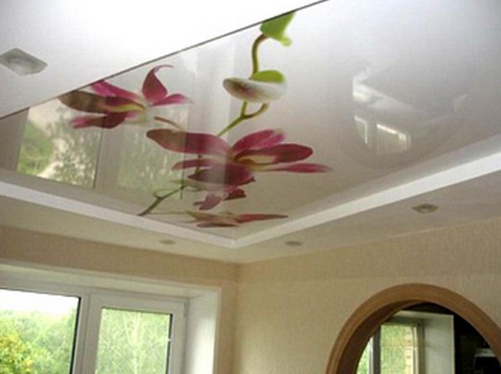 Натяжной потолок с рисунком: плюсы и минусы