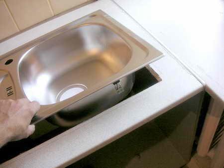 Установка мойки в столешницу на кухне своими руками