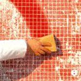 Кладем мозаичную плитку