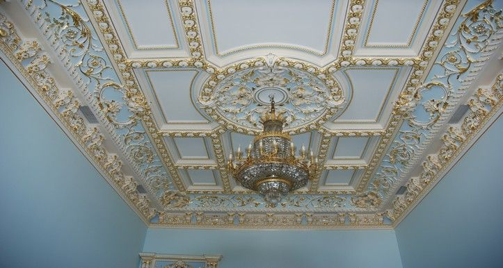 Монтаж лепнины на потолок