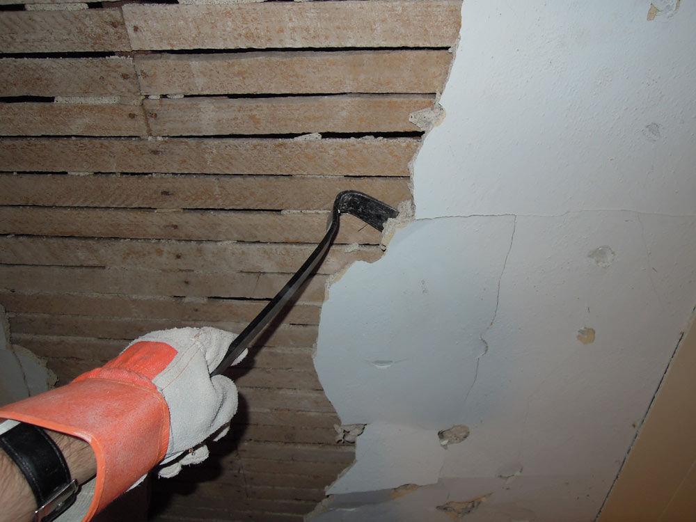 Как удалить старую штукатурку с поверхности стены