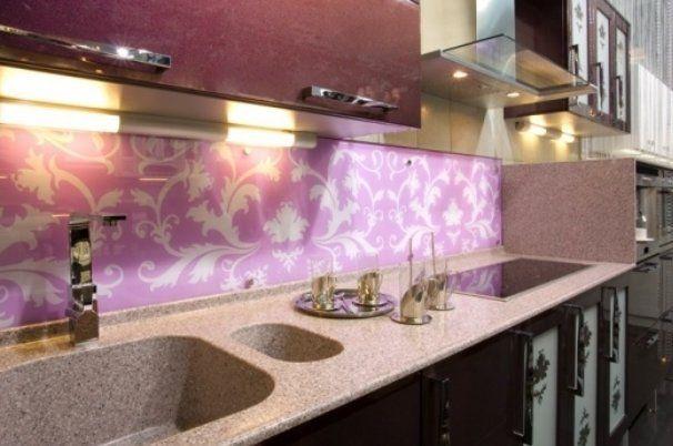 Крепим стеновые панели на кухне