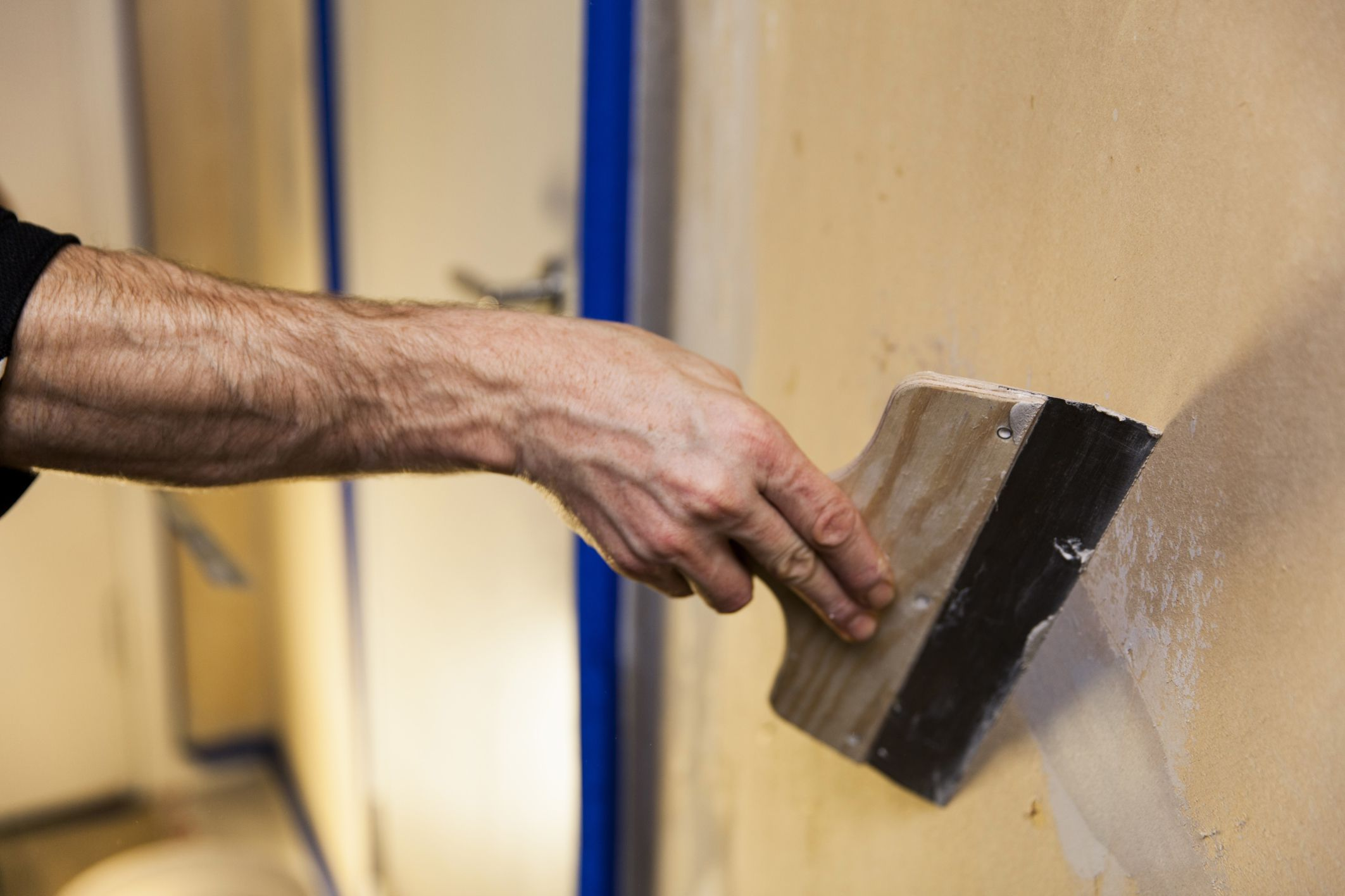 Ремонт штукатурки на внутренних стенах